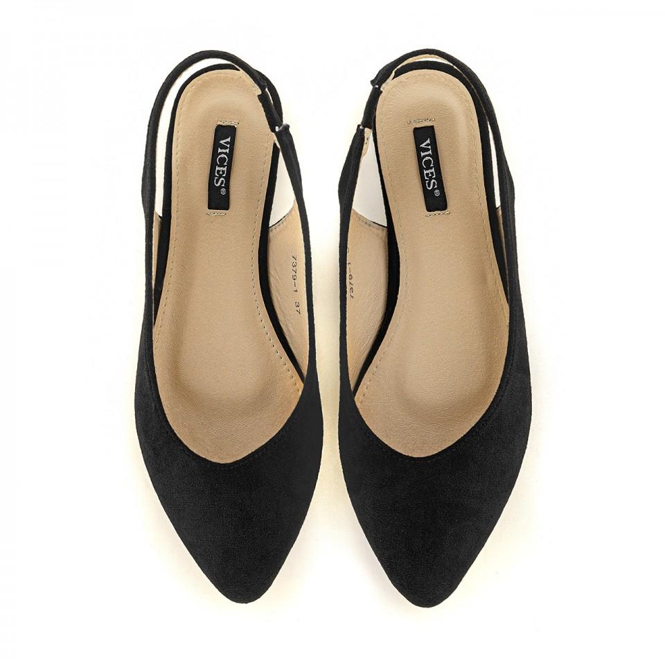 Balerinki ze szpiczastym noskiem to świetne buty na imprezę i wieczorne wyjścia