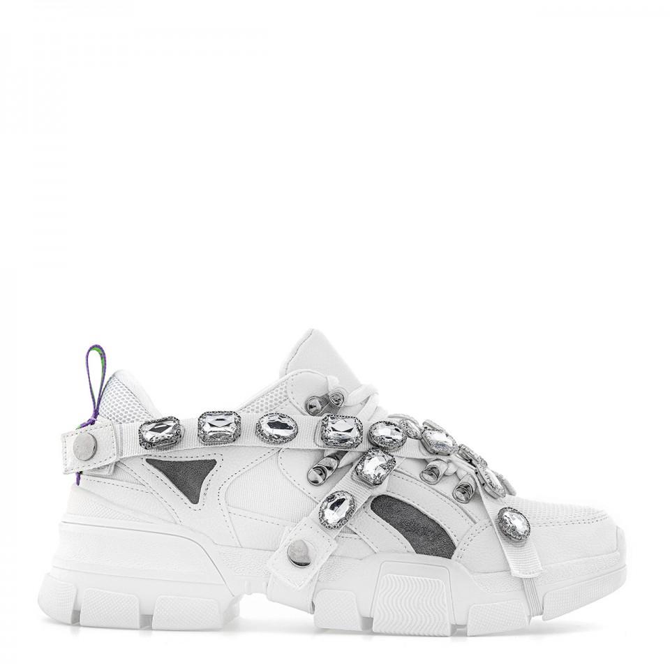 Białe buty sportowe na grubej podeszwie z cyrkoniami