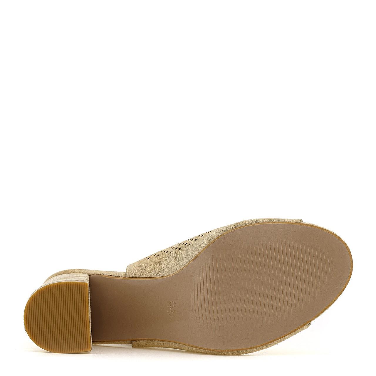 Beżowo kremowe botki na słupku ażurowe z wycięciami w stylu