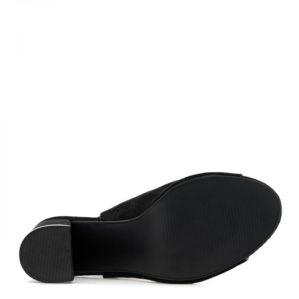 Modne botki wsuwane na bosą stopę z miękką, skórzaną wkładką