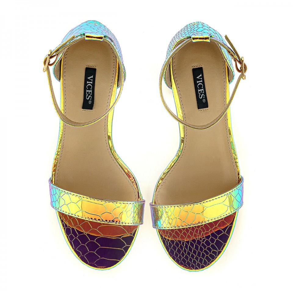 Benzynowo-złote sandały skórzane z wężowym wzorem na wysokim słupku