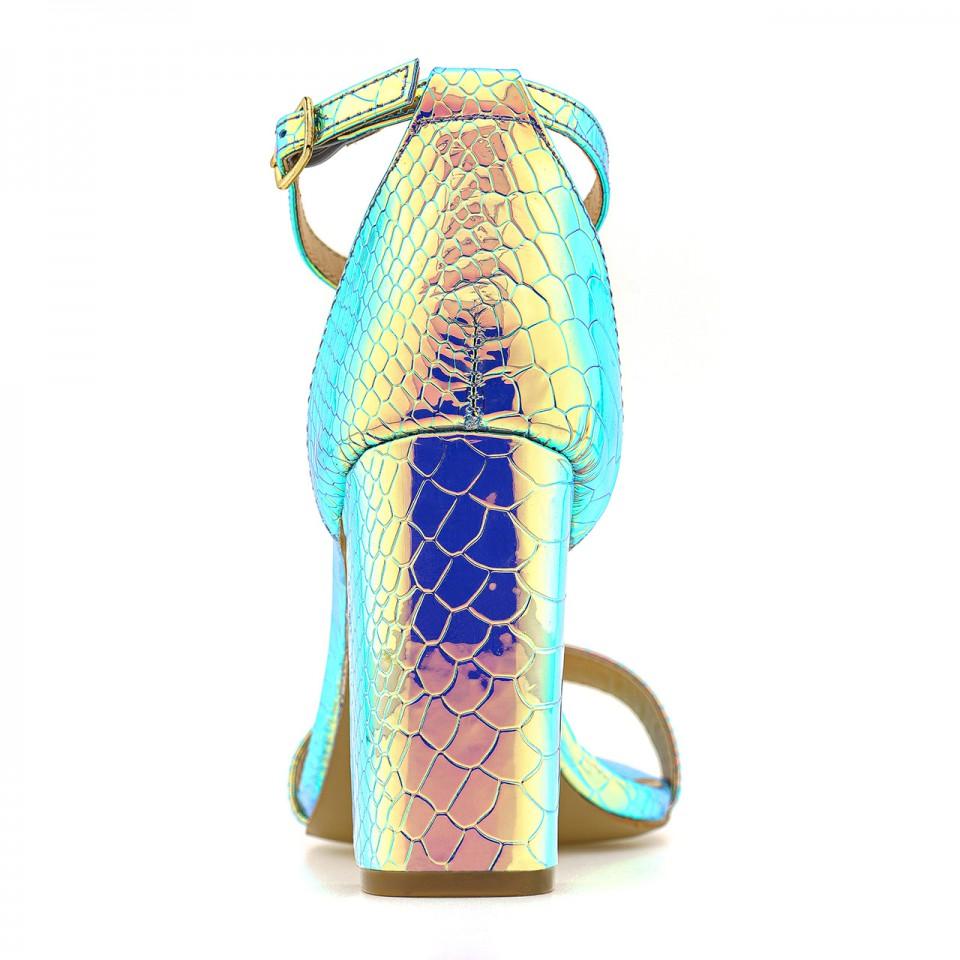 Benzynowo-srebrne sandały na słupku z ekoskóry