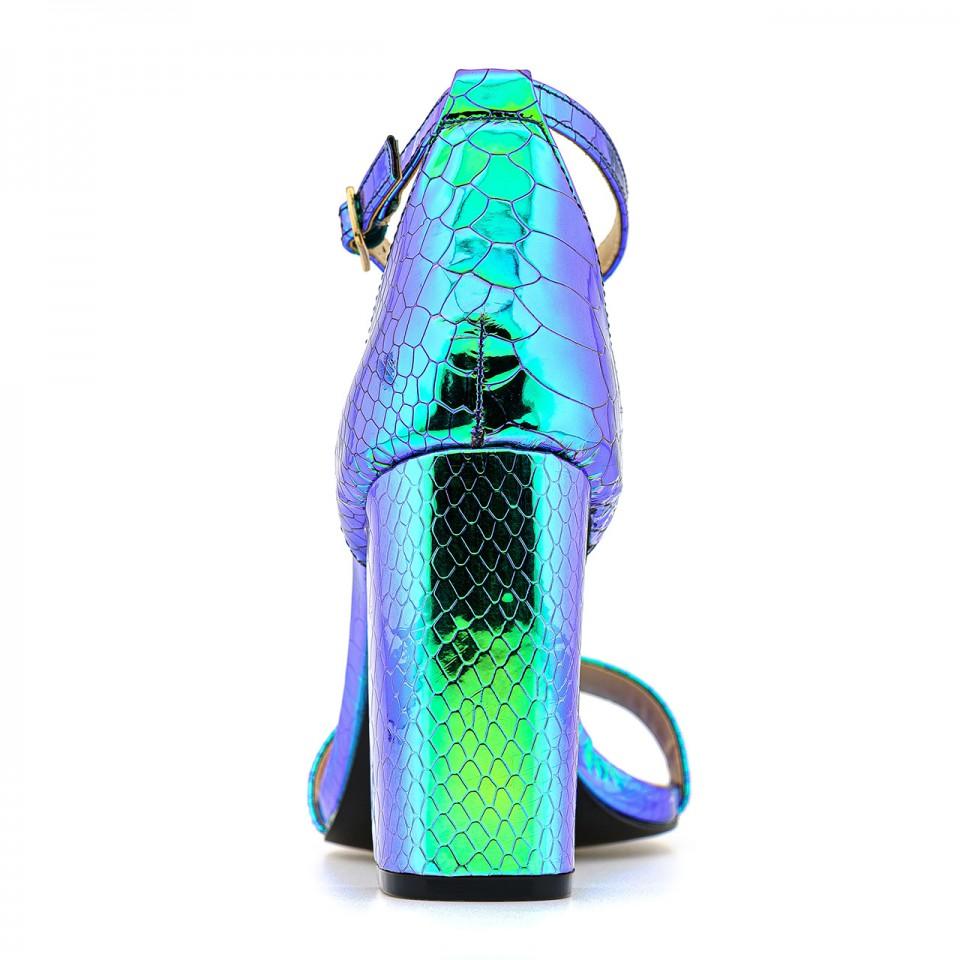 Modne sandały z wężowym printem typu snake pattern