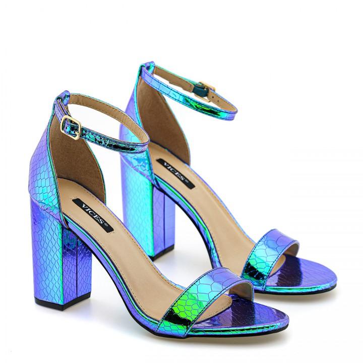 Benzynowo-niebieskie sandały skórzane z wężowym wzorem na wysokim słupku