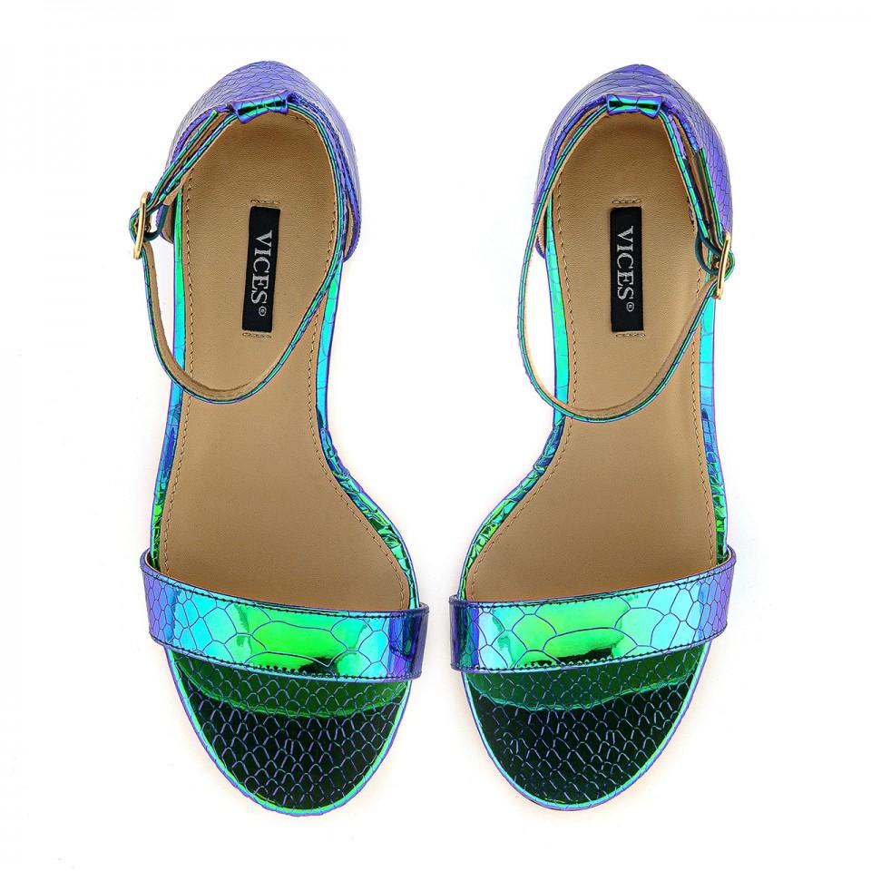 Błyszczące turkusowe sandały zapinane na kostce