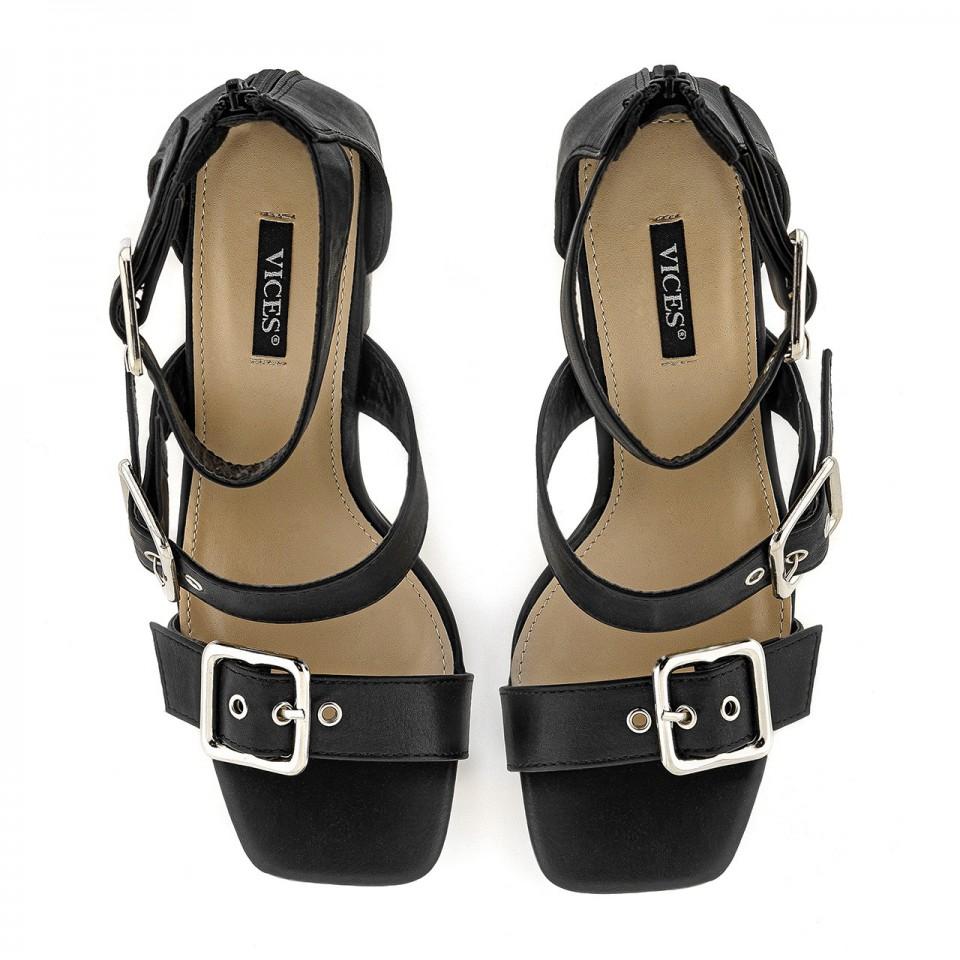 Czarne sandały na wysokim słupku z ekoskóry zapinane na klamry