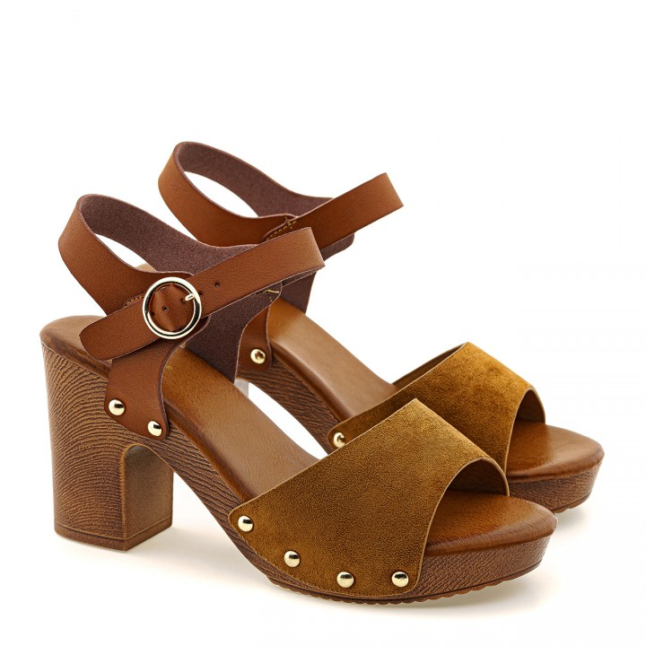 Brązowe sandały na słupku z zamszowym paskiem