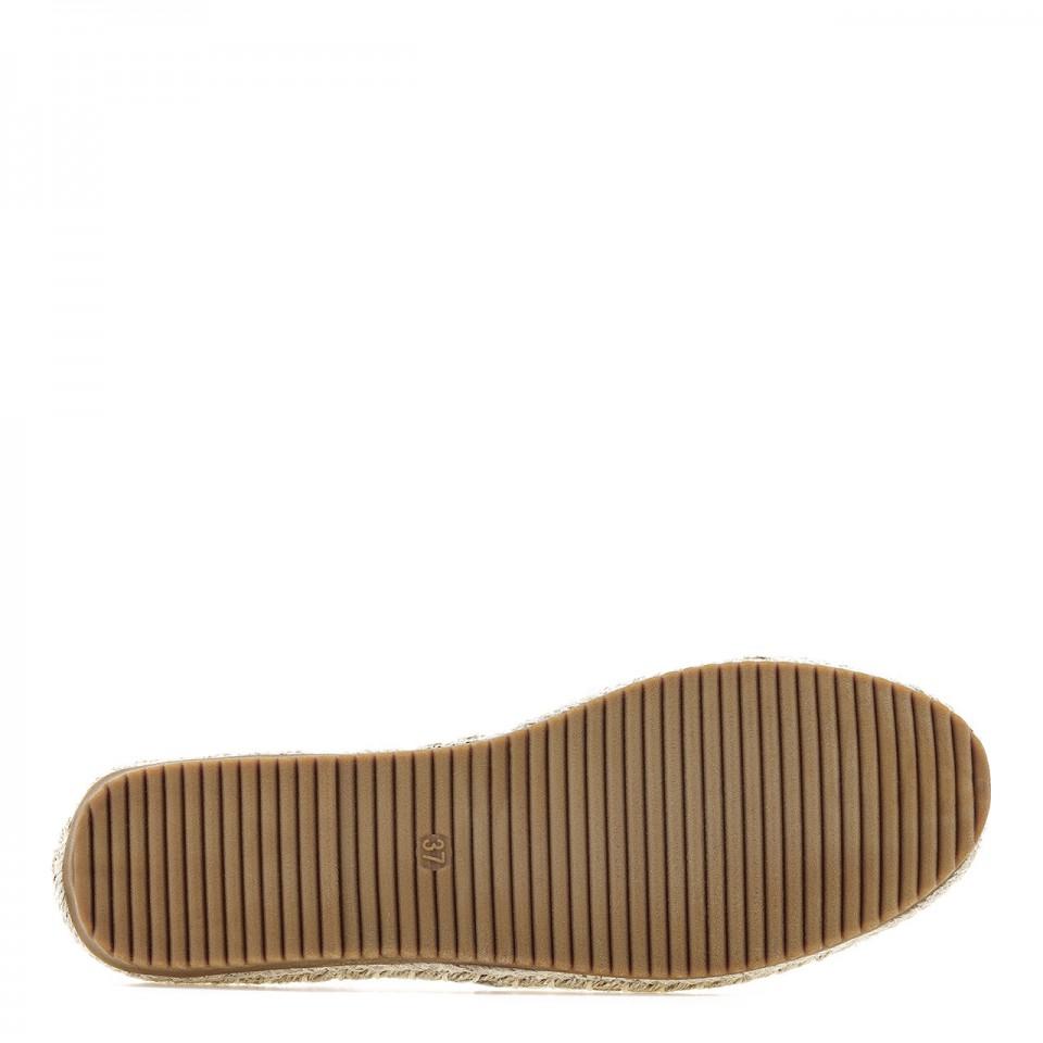 Espadryle to wygodne buty damskie na lato na bosą stopę