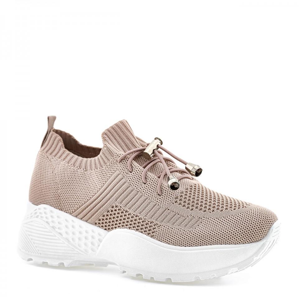 Różowe sneakersy na grubej białej podeszwie z protektorem