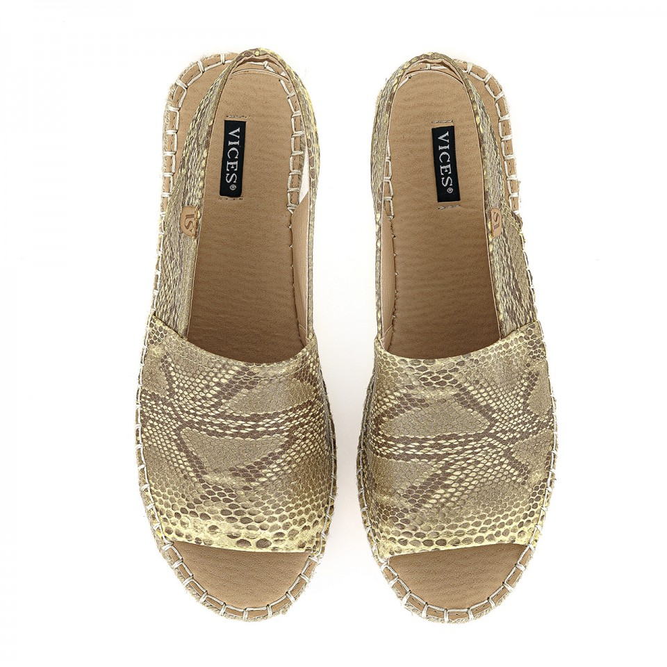 Beżowo-piaskowe sandały z wężowej skóry na jutowej podeszwie