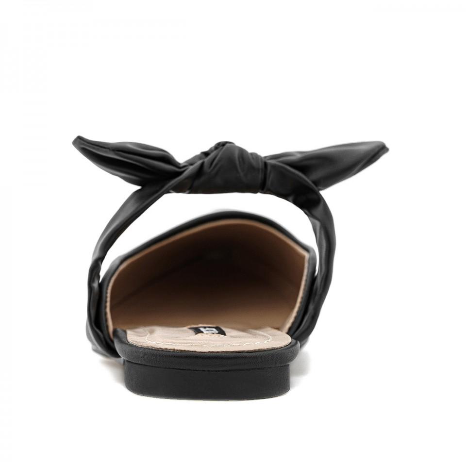 Czarne klapki skórzane z wiązaną kokardą i noskami w szpic