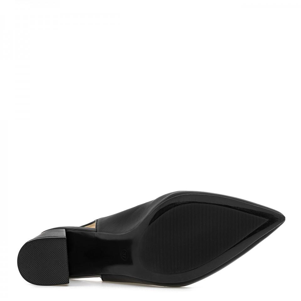 Czarne czółenka skórzane z elastycznym paskiem za piętą na wysokim słupku z noskiem w szpic