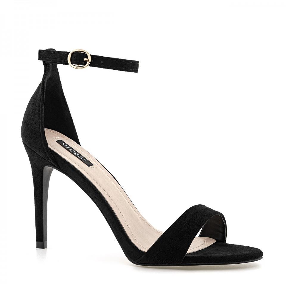 Czarne sandały zamszowe na wysokiej szpilce zapinane wokół kostki