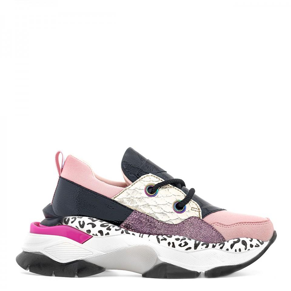 Różowe sneakersy na grubej podeszwie z różnokolorowymi wstawkami