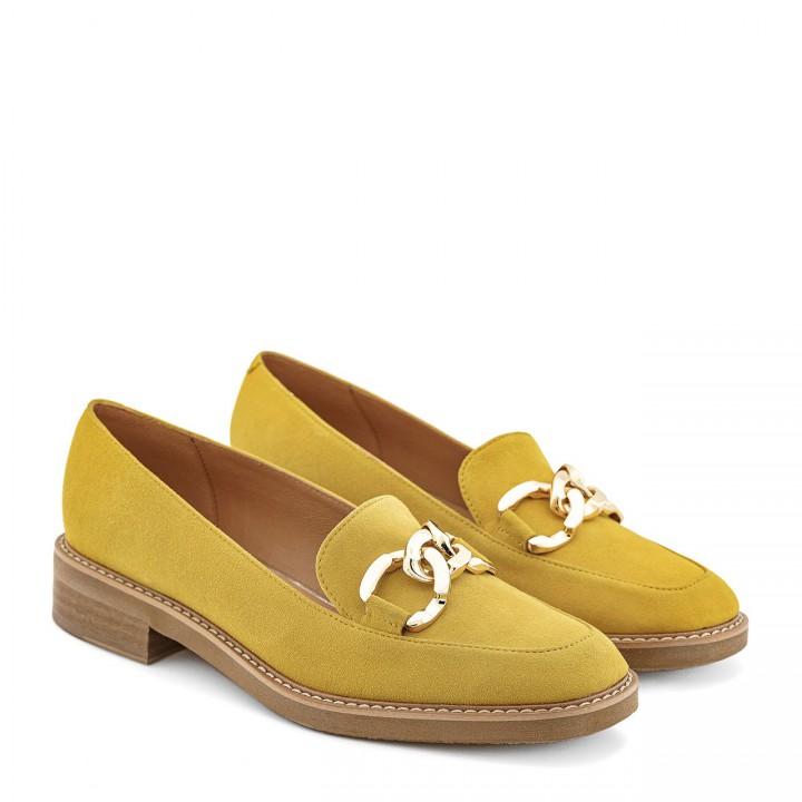 Żółte mokasyny zamszowe na grubej podeszwie ze złotym łańcuszkiem