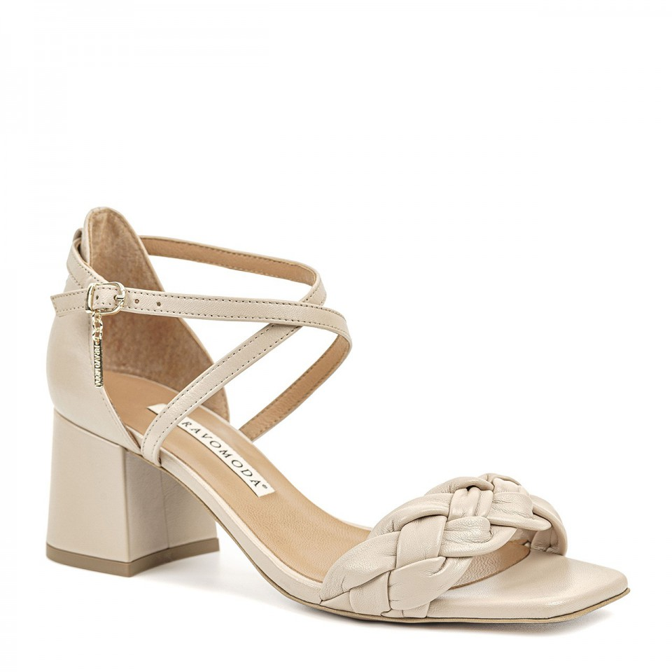 Jasnobeżowe sandały z naturalnej skóry premium na niskim słupku zdobione warkoczem