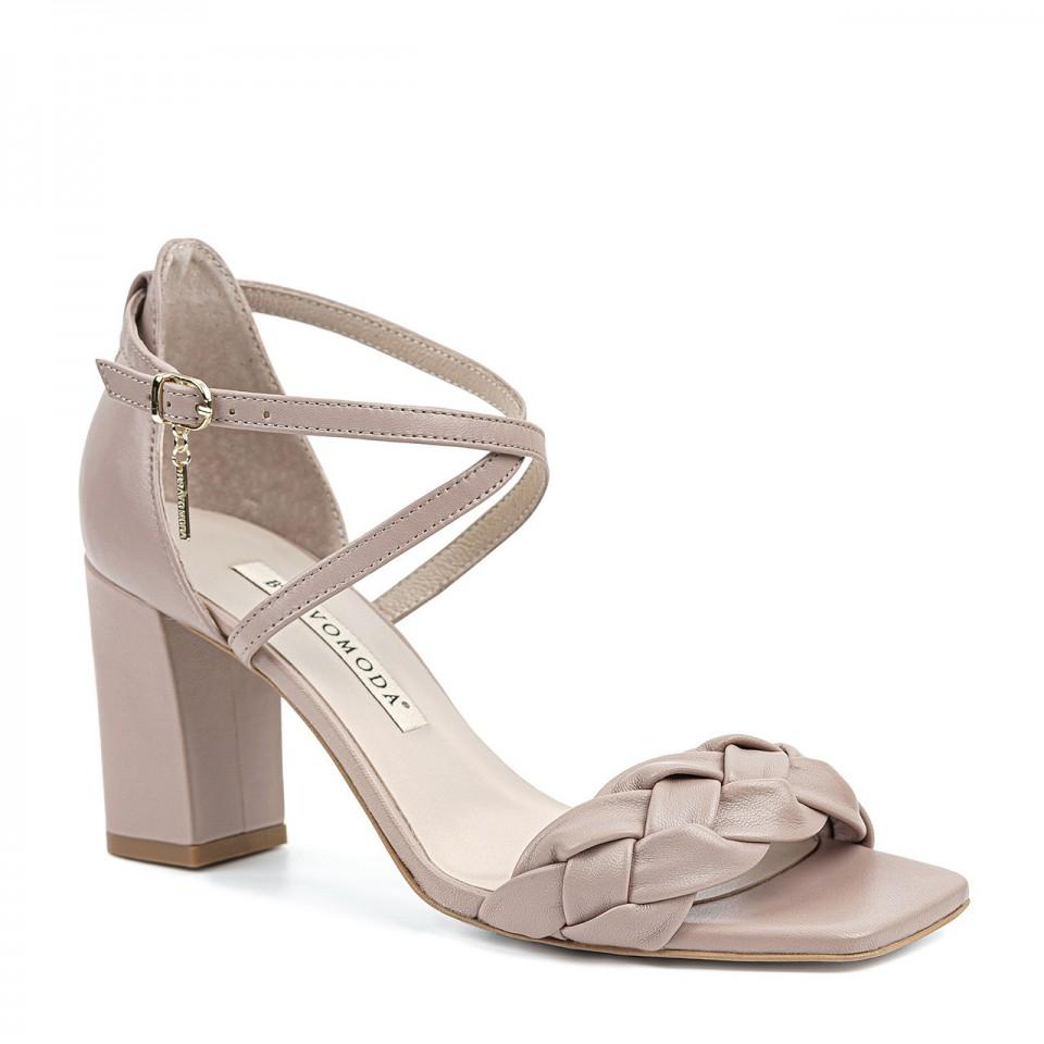 Pudrowo-różowe sandały z naturalnej skóry z warkoczem na wysokim słupku