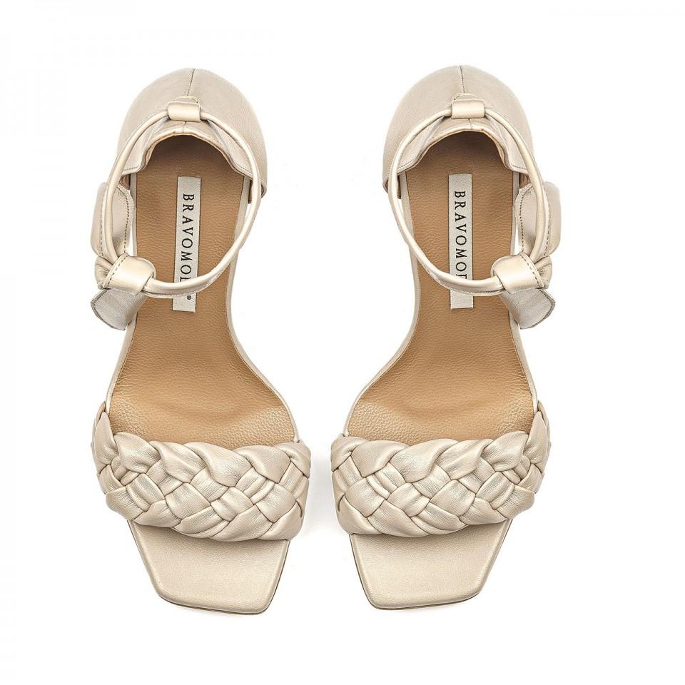 Beżowe wiązane sandały z naturalnej skóry na wysokim słupku z plecionką
