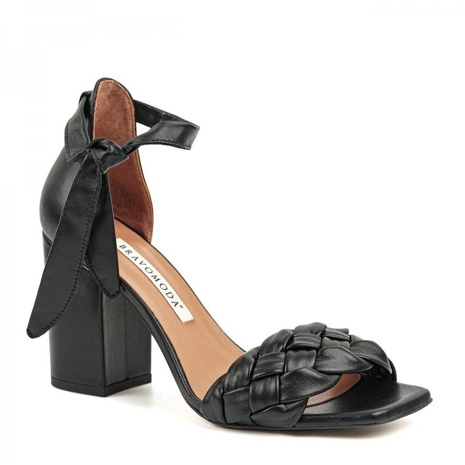 Czarne wiązane sandałki z naturalnej skóry na wysokim słupku z plecionką
