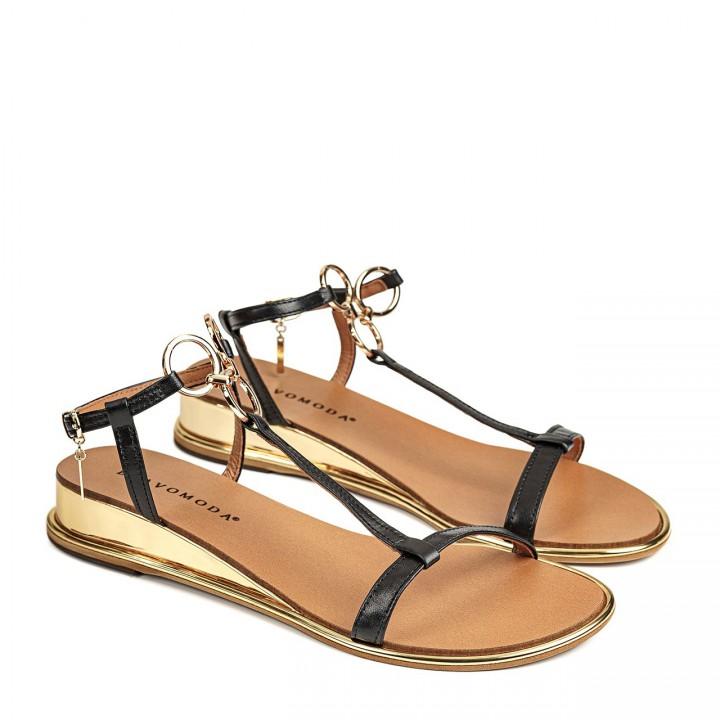 Czarne sandały z naturalnej skóry na koturnie ozdobione kółeczkami
