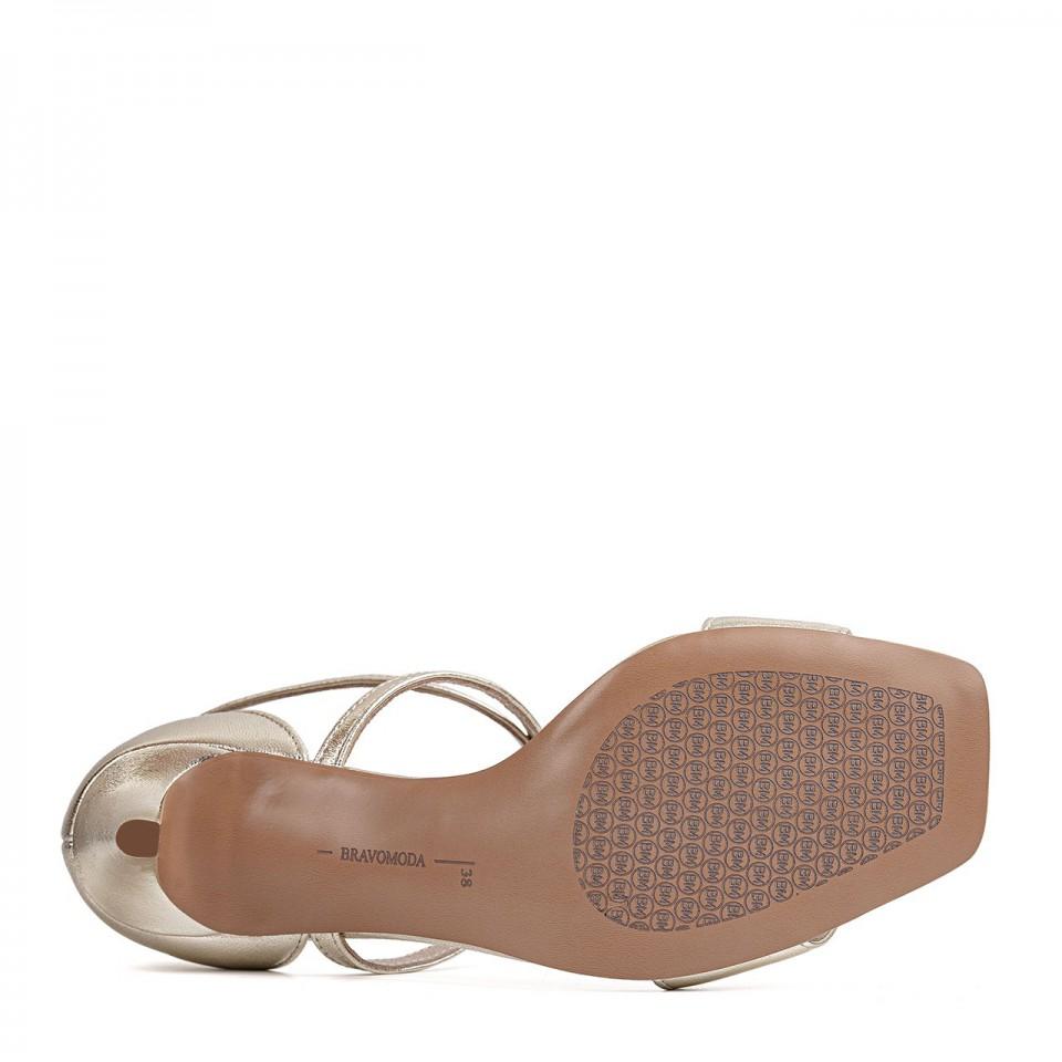 Złote sandałki z naturalnej skóry na szpilce z paseczkami wokół kostki