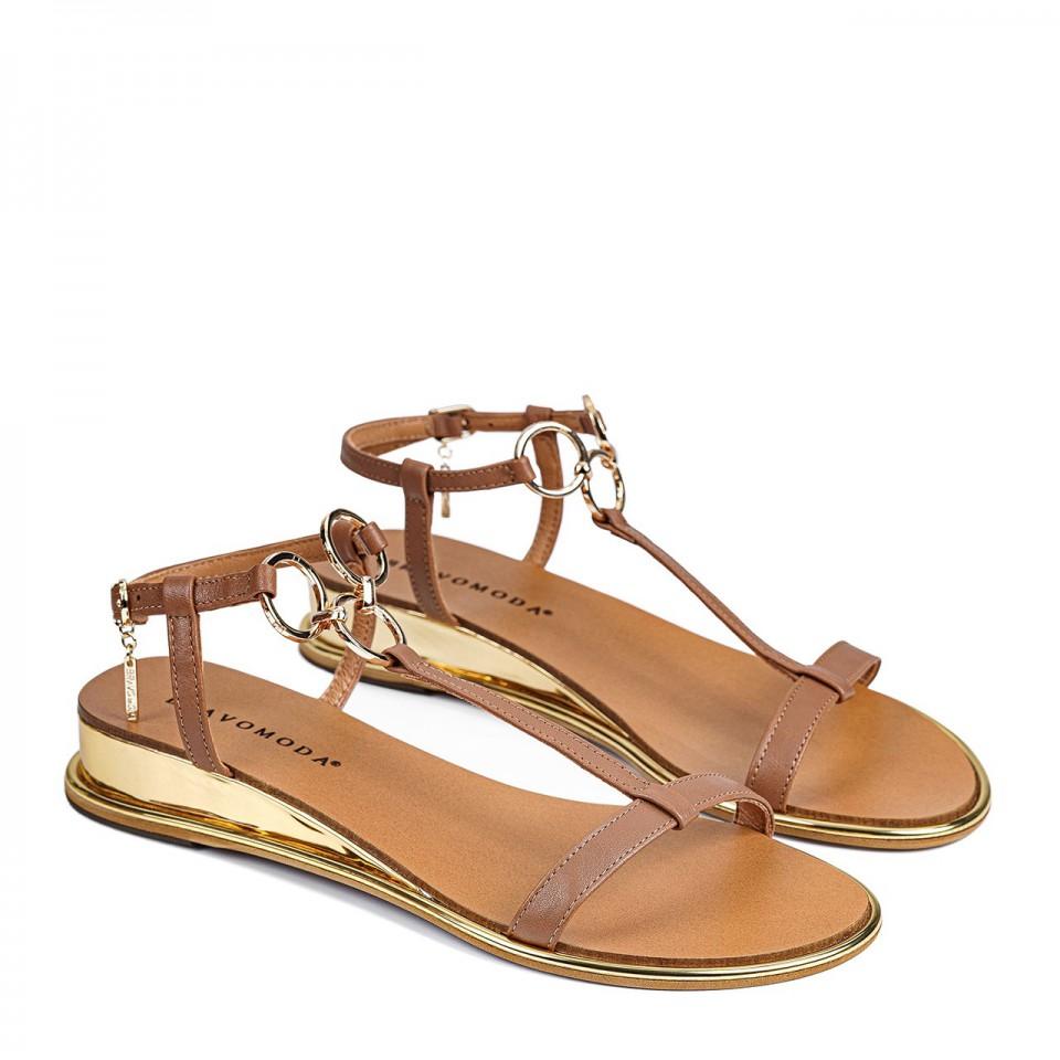 Brązowe sandały z naturalnej skóry na koturnie ozdobione kółeczkami