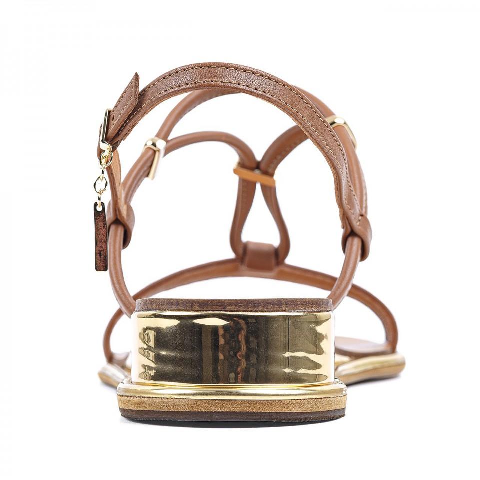 Camelowe sandały z naturalnej skóry na złotym niskim koturnie