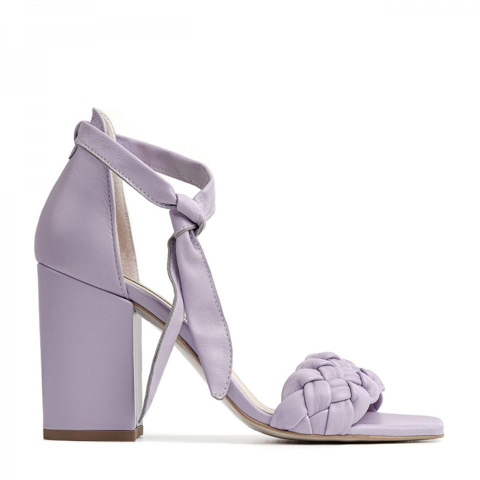 Liliowe wiązane sandały z naturalnej skóry na wysokim słupku z plecionką