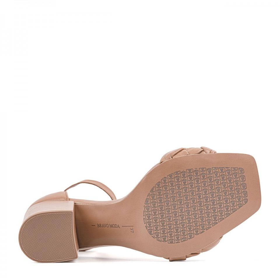 Jasnobrązowe wiązane sandałki z naturalnej skóry toffi na wysokim słupku z plecionką