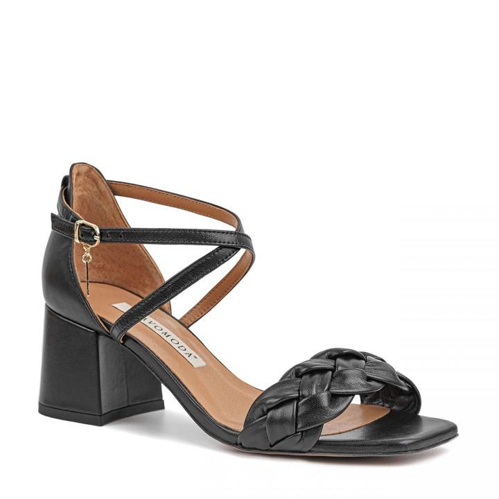 Czarne sandały z naturalnej skóry premium na niskim słupku zdobione warkoczem