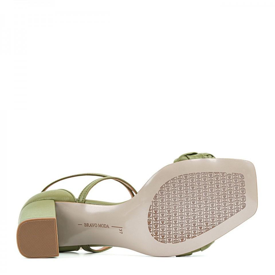 Zielone sandały z naturalnej skóry na słupku z osłoniętą piętą zdobione warkoczem