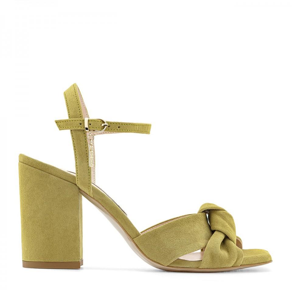 Jasnozielone sandały z naturalnego zamszu limonka na wysokim słupku z supełkiem