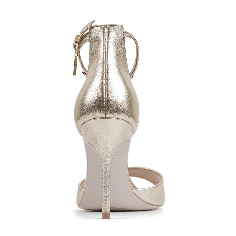 Złote sandały z naturalnej skóry premium na wysokiej szpilce zapinane wokół kostki