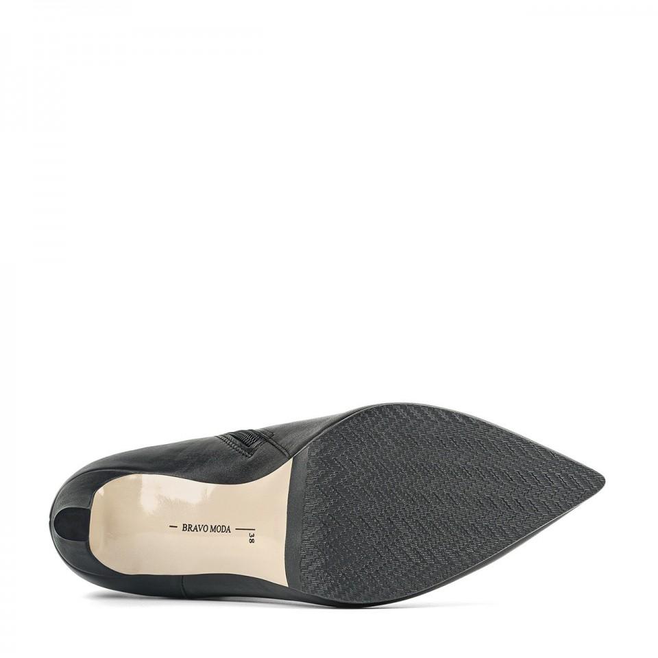 Czarne skórzane botki premium na szpilce z ozdobną falbanką