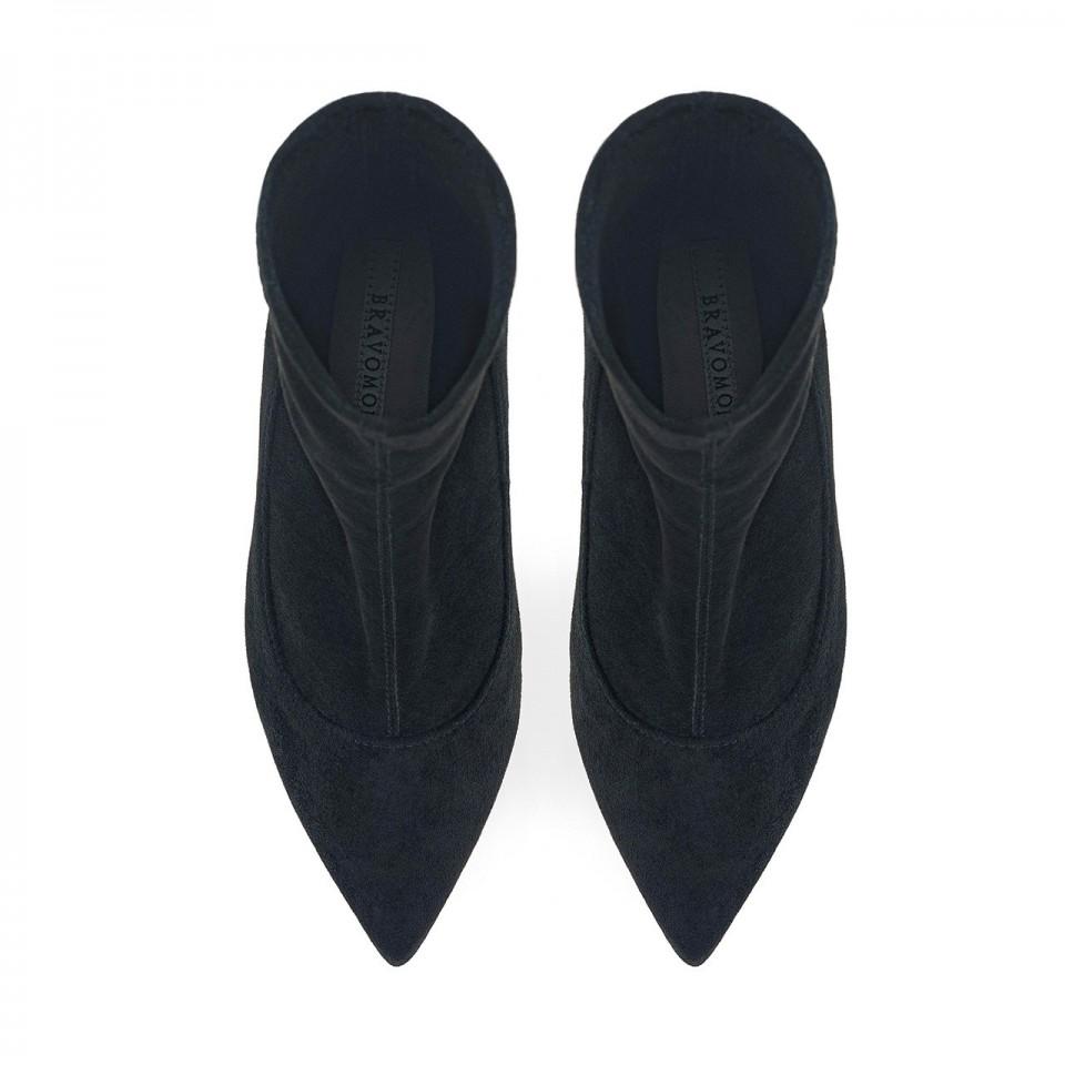 Czarne streczowe botki z noskiem w szpic na obcasie w kształcie klepsydry