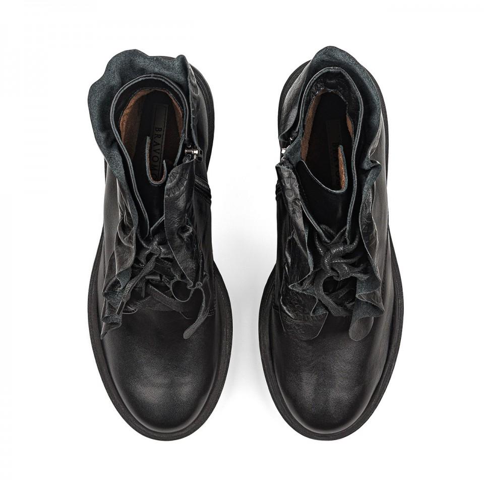 Czarne sznurowane botki z naturalnej skóry na grubszej podeszwie z falbanką